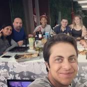 Thammy Miranda almoça com a mãe, Gretchen, e a namorada, Andressa Ferreira