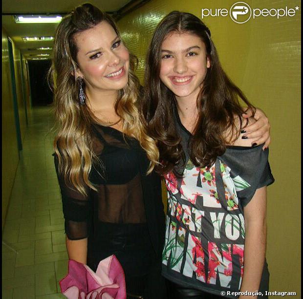 Giovanna Grigio encontra Fernanda Souza em 4 de agosto de 2013 e declara: 'Fê, amei te conhecer um grande beijo!'