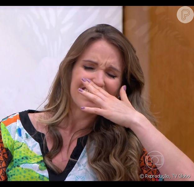 Mariana Ferrão chora com história de mulher que descobriu câncer na gravidez, nesta quinta-feira, 22 de outubro de 2015