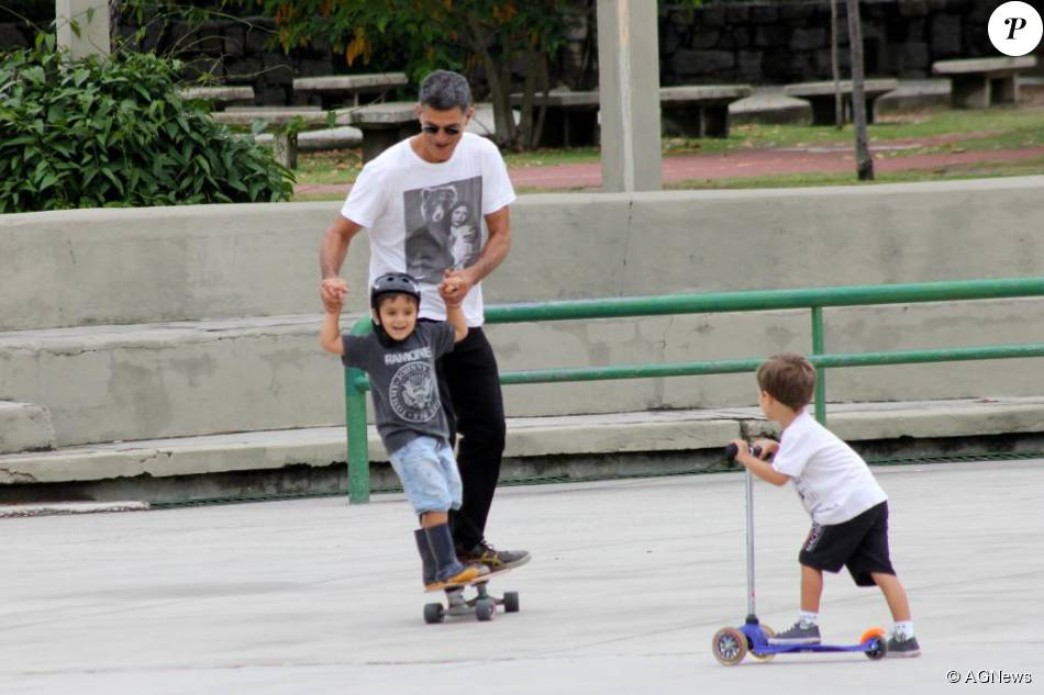 cab049fad Eduardo Moscovis aproveitou um tempo livre para brincar com o filho  Rodrigo