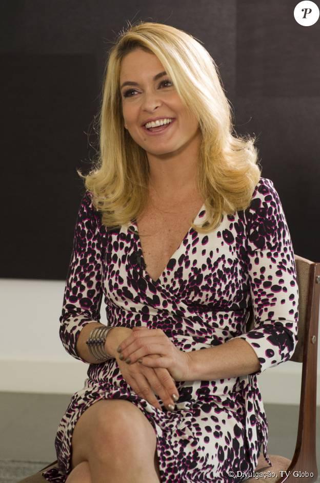 Cláudia Abreu é formada em Filosofia pela PUC-Rio desde 2009
