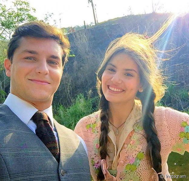 Camila Queiroz e Klebber Toledo gravaram as primeiras cenas de 'Eta Mundo Bom'. Os atores formam um par romântico na trama de Walcyr Carrasco