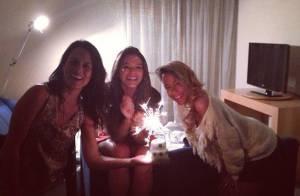 Bruna Marquezine ganha bolo surpresa da irmã de Neymar, Rafaella Beckran
