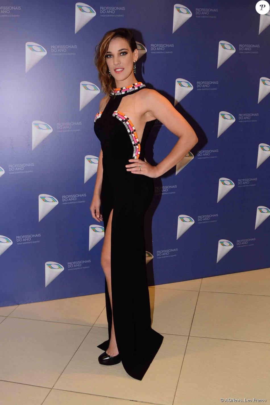 9ad30e9b4b Adriana Birolli escolheu vestido Patricia Bonaldi com fenda para ir ao 37º  Profissionais do Ano