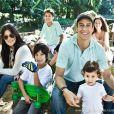 Marcello Antony posa com  os cinco filhos e declara que ainda quer mais uma menina em entrevista publicada em 7 de agosto de 2013