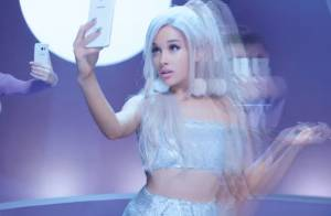 Ariana Grande surge sensual e com cabelo lilás em novo clipe 'Focus'. Assista!