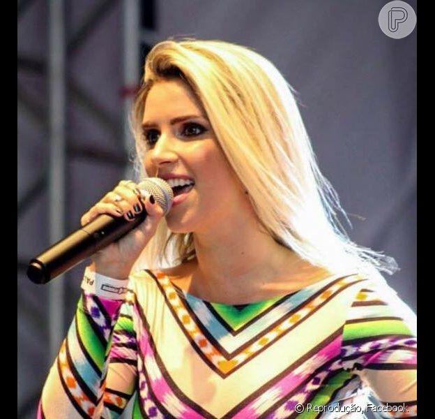 Thábata Mendes foi elogiada por Chimbinha ao ser apresentada, oficialmente, como nova vocalista da Banda Calypso, na manhã deste sábado, 31 de outubro de 2015: 'Artista pronta'
