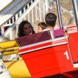 Ivete Sangalo brinca com o filho, Marcelo, de 3 anos, em parque de Los Angeles, nos Estados Unidos. A cantora está no país para fazer shows com a turnê 'Real Fantasia USA Tour 2013'