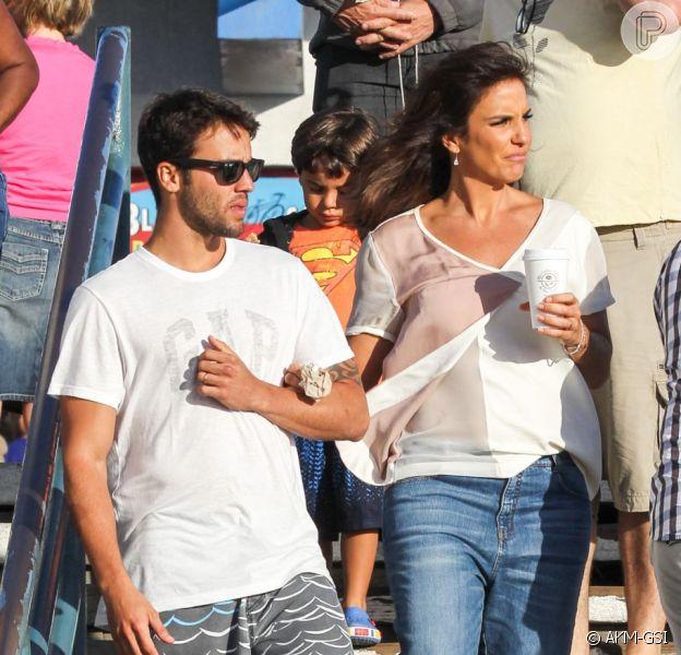 Ivete Sangalo é fotografada fazendo passeio no píer da praia de Santa Mônica, em Los Angeles, nos Estados Unidos, com o marido, Daniel Cady, e com o filho Marcelo, de 3 anos, na quinta-feira, 8 de agosto de 2013