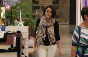 b26e78ce254b2 Isabelle Drummond escolhe look estiloso para passeio em shopping no RJ