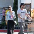 Mel Fronckowiak e Rodrigo Santoro foram fotografados juntos pela primeira vez no final de maio deste ano, no estacionamento de um supermercado em Los Angeles, nos Estados Unidos