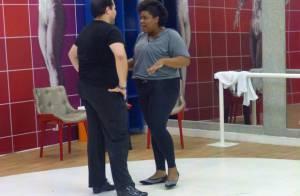 Tiago Abravanel pega Cacau Protásio no colo nos ensaios da 'Dança dos Famosos'