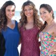 Taís (Débora Nascimento), Ester (Grazi Masafera) e Zuleika (Gisele Alves) usam looks praianos no casamento de Natália (Daniela Escobar) e Juliano (Bruno Gissoni), em 'Flor do Caribe'