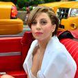Lady Gaga lançou o clipe do novo single 'Applause', na Times Square, em Nova York. A cantora deu entrevista exclusiva para o programa 'Good Morning, America', da rede ABC