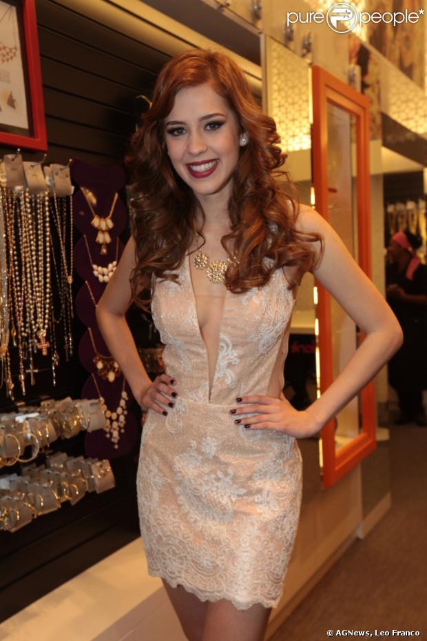 Sophia Abrahão diz que está ansiosa para entrar em 'Amor à Vida'. A atriz conversou com o jornal 'Extra' em 24 de agosto de 2013