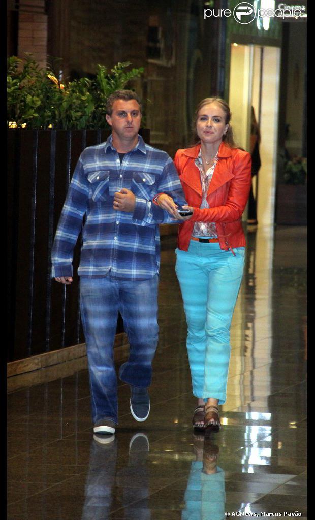 Angélica e Luciano Huck fazem passeio no no shopping Rio Design Barra, na Zona Oeste do Rio de Janeiro, em 26 de agosto de 2013