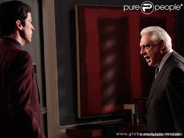 César (Antonio Fagundes) perde a cabeça e bate em Félix (Mateus Solano) quando a auditoria confirma que ele fraudou o hospital, em 'Amor à Vida', em setembro de 2013