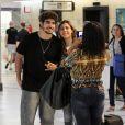 Por causa dos compromissos, Caio Castro está sempre na ponte aérea e é muito abordado por fãs nos aeroportos