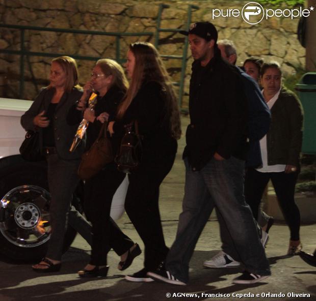 O músico Champignon foi velado na noite desta segunda-feira, 9 de setembro de 2013, no Cemitério Memorial de Santos, em São Paulo