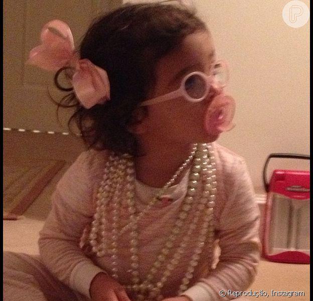 Mariah Carey compartilha foto da filha, Monroe, na rede social Instagram, em 18 de dezembro de 2012