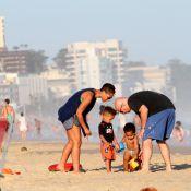 Alicia Keys curte praia de Ipanema, no Rio, com o filho, Egypt