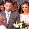 Ester (Grazo Massafera) e Cassiano (Henri Castelli) se casam no último capítulo de 'Flor do Caribe'