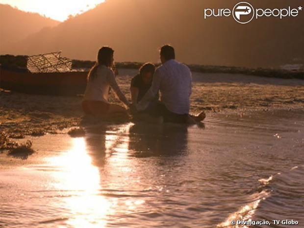 Alberto (Igor Rickli) é salvo de uma tentativa se suicídio por Ester (Grazi Massafera) e Cassiano (Henri Castelli), e o trio faz as pazes, no último capítulo de 'Flor do Caribe', em 13 de setembro de 2013