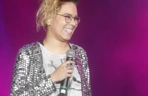 Maria Gadú capricha no look para Cazuza no Rock in Rio: saia, penteado e paetês