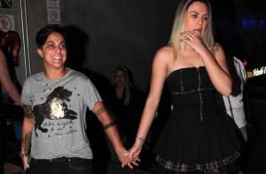 Thammy Miranda curte festa do programa 'Famoso Quem' com a namorada