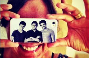 Rodrigo Simas mostra foto de presente que deu para a mãe: 'Acho que ela gostou'