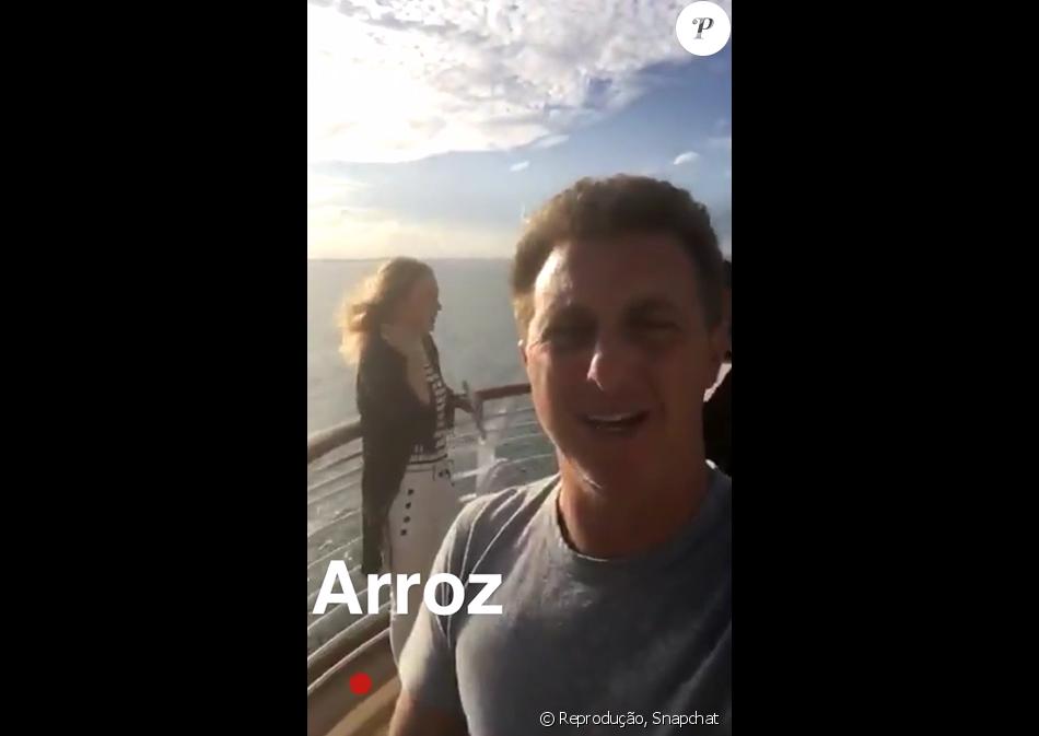 Luciano Huck acompanha Angélica em cruzeiro da Disney para o 'Estrelas'