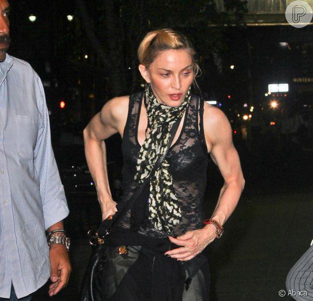 Seguidora critica postura de Madonna como mãe e estrela responde: 'Se você não tem nada de bom para dizer, caia fora daqui'. Barraco aconteceu pelo instagram, na tarde desta terça-feira, 23 de fevereiro de 2016