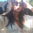 Anitta anda no carro que também foi usado pelo cantor colombiano Maluma