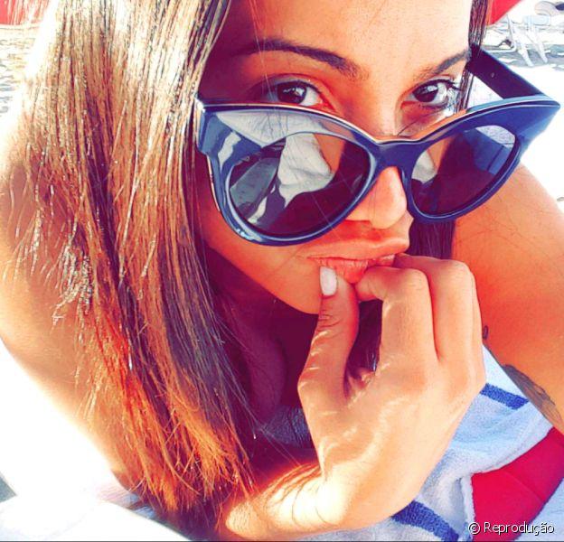 Anitta curte dia de praia em miami com cantor colombiano Maluma. ela também dançou a música 'Work', novo hit de Rihanna nesta quinta-feira, 25 de fevereiro