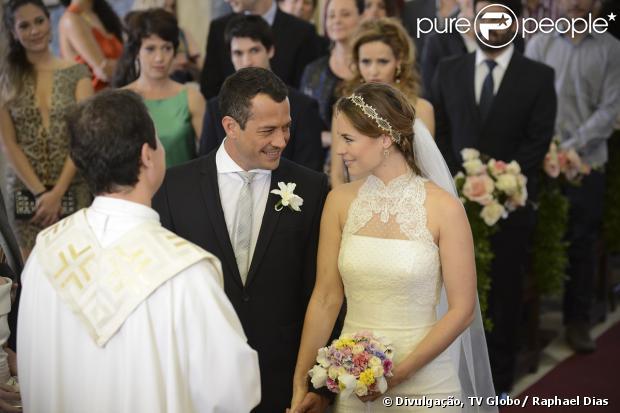 Apaixonados, Bruno (Malvino Salvador) e Paloma (Paolla Oliveira) finalmente se casam, após tantos desencontros, em 'Amor à Vida', em 26 de setembro de 2013