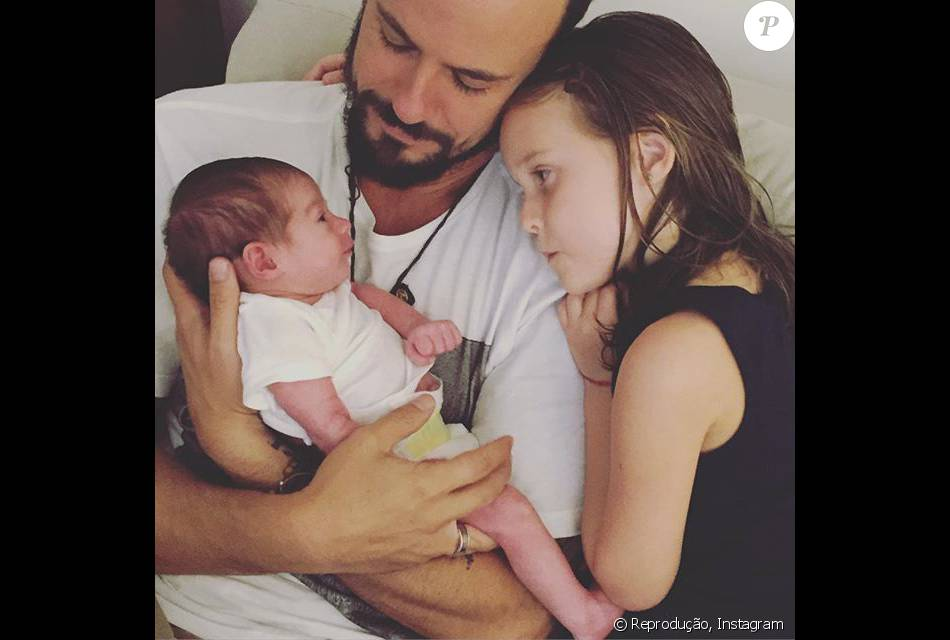 Paulo Vilhena mostrou a cumplicidade nos olhares de Bento e Luisa, filhos de Fernanda Rodrigues e Raoni Carneiro,no sábado, 27 de fevereiro de 2016