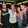 Solteiro, Di Ferrero posou na companhia dos amigos Caio Castro, Fernanda Paes Leme e Rodrigo Andrade