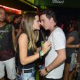 Solteiro, Di Ferrero conversou ao pé do ouvido com a atriz Juliana Paiva