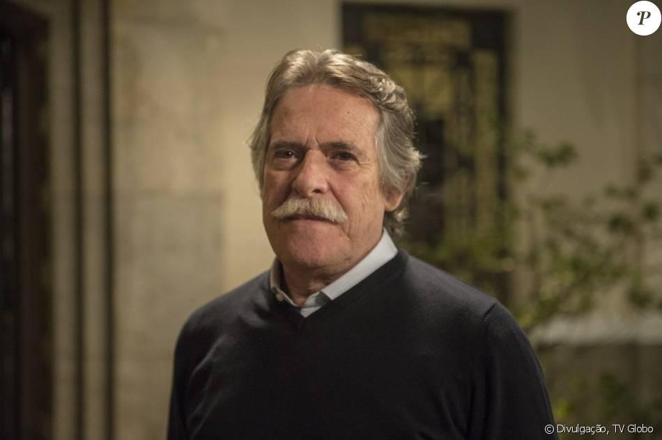 Gibson (José de Abreu) se descontrola com a família e os faz de reféns, em 7 de março de 2016, na novela 'A Regra do Jogo'