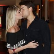 Bárbara Evans e Antonio Villarejo se beijam em pré-estreia de filme no Rio
