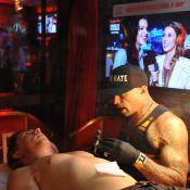 Rock in Rio: Di Ferrero faz tatuagem com Mariana Rios no telão