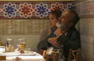 Paolla Oliveira abraça e troca carinhos com Rogério Gomes em restaurante. Fotos!
