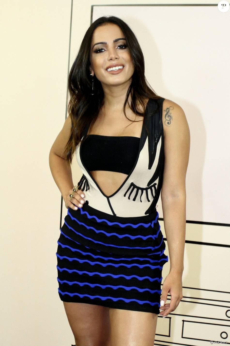 Cantora do hit 'Bang', Anitta aparece com um visual diferente atualmente