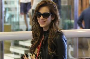 Sophia Abrahão, após gravar 'Amor à Vida', passeia em shopping com look estiloso