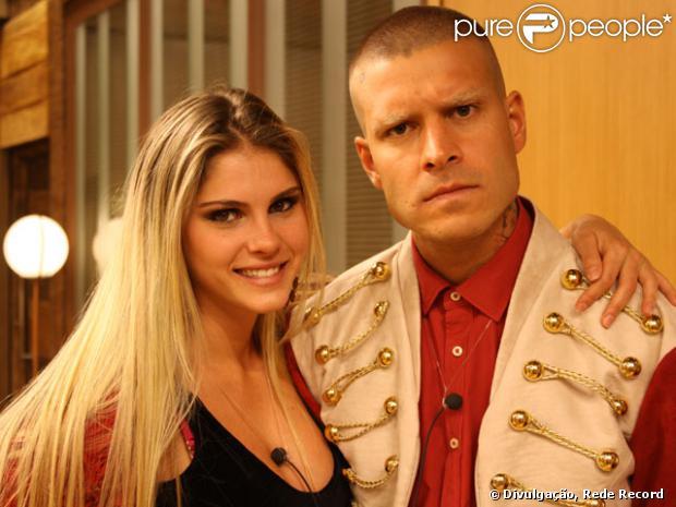 Bárbara Evans insinuou na madrugada deste sábado, 28 de setembro de 2013, que está grávida de Mateus Verdelho