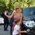 Carolina Dieckmann, e o filho caçula, José, marcaram presença na festa de aniversário de um ano de Eva, filha dos apresentadores Luciano Huck e Angélica, neste sábado (28), em São Conrado, Zona Sul do Rio de Janeiro