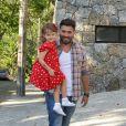 Raoni Carneiro e a filha, Luísa, marcaram presença na festa de aniversário de um ano de Eva, filha dos apresentadores Luciano Huck e Angélica, neste sábado (28), em São Conrado, Zona Sul do Rio de Janeiro
