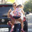 Flávia Alessandra e a caçula, Olívia, marcaram presença na festa de aniversário de um ano de Eva, filha dos apresentadores Luciano Huck e Angélica, neste sábado (28), em São Conrado, Zona Sul do Rio de Janeiro