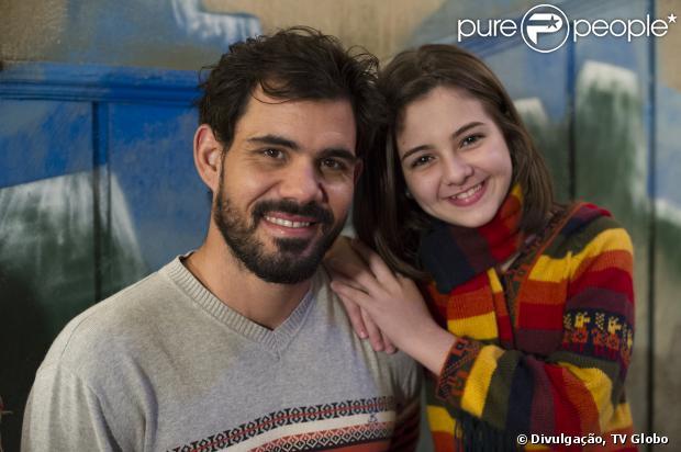 Paulinha (Klara Castanho) mente para Bruno (Malvino Salvador) e Paloma (Paolla Oliveira) para encontrar Ninho (Juliano Cazarré) às escondidas, em 'Amor à Vida', em 8 de outubro de 2013