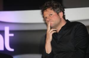 Selton Mello se emociona ao falar de Cláudio Cavalcanti em lançamento de série